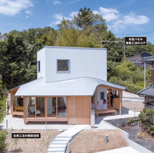 〔写真1〕曲面の屋根をまとうプレファブのコア