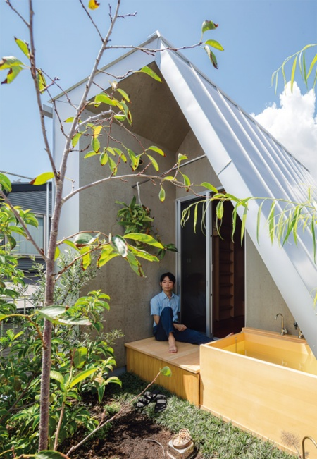 〔写真2〕屋上に出した縁側と露天風呂