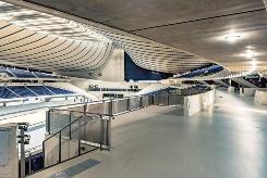車椅子利用者用の観覧スペースは10席から48席に増設。老朽化した一般客席もゆとりのある配置間隔に変更して刷新した。収容人数は、1万3245人から1万2842人となった(写真:大山 顕)