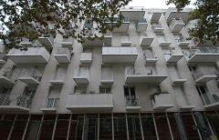15. アトリエ・ワンが設計した公営集合住宅「Logements Sociaux Rue Rebiere」(2012年)。テラスで外観に変化をつけた(写真:日経アーキテクチュア)