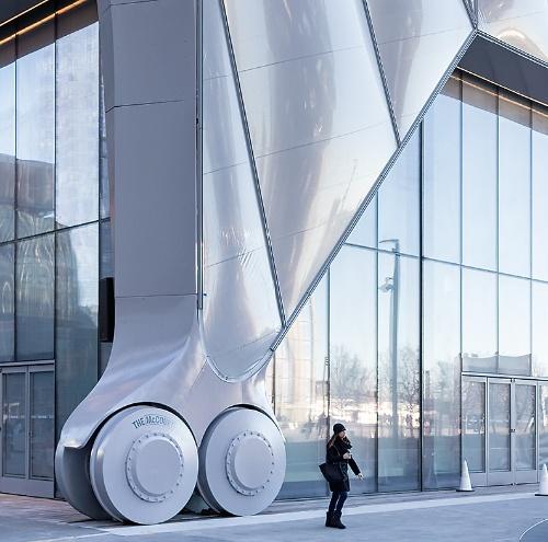 〔写真2〕直径1.8mの大型車輪