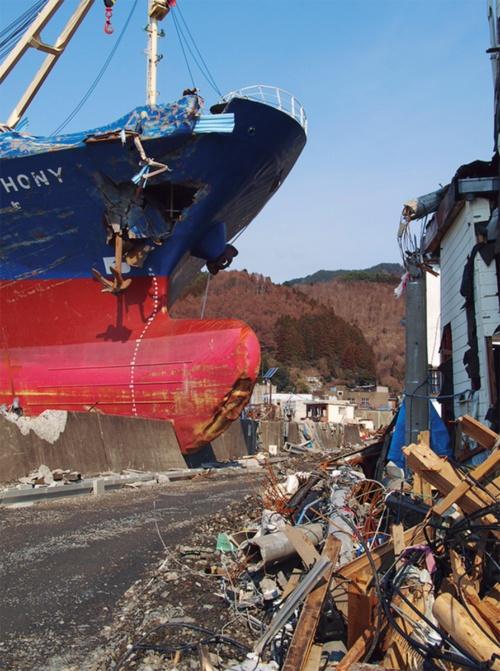 〔写真1〕津波被害で多くの集落が壊滅状態に