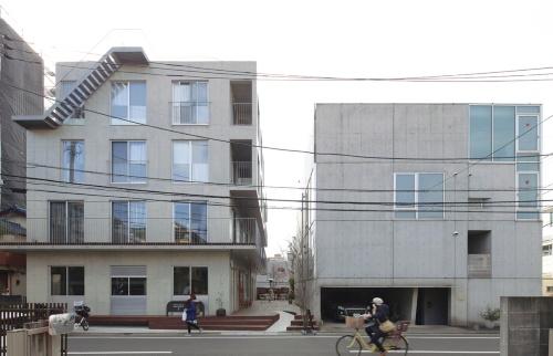 〔写真1〕住宅地に開いた集合住宅