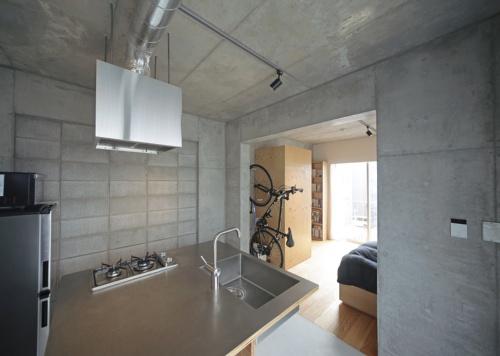 〔写真5〕間仕切り壁はコンクリートブロック