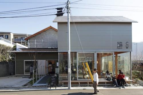 〔写真3〕表通り側では上屋のみ新築