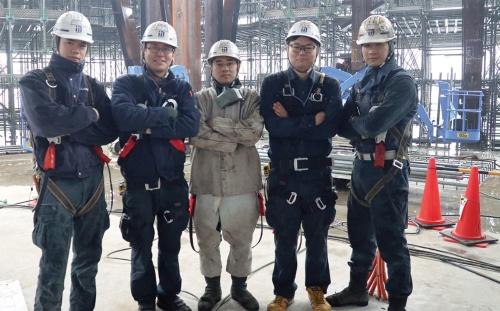 〔写真1〕ベトナム人実習生と日本人の技術者が所属