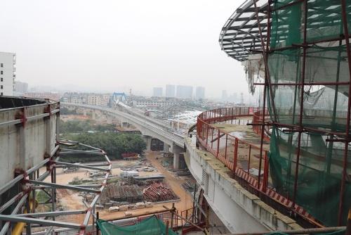 2019年9月に開通予定のインターシティー関係施設の工事の様子。写真の中央がインターシティーのホーム(写真:日経アーキテクチュア)