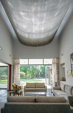 〔写真2〕暑さの厳しい土地で光と風に満ちた家に