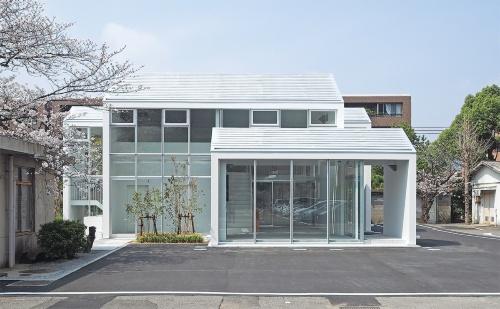 〔写真2〕家型を連続させたゲストハウス