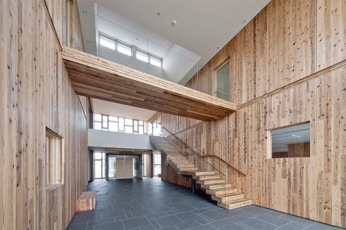 CLTを用いた準耐火建築物の「高知県森連会館」(設計:ふつう合班)