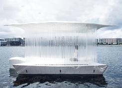 19年夏に実現した「Tea house Ø」。デンマーク芸術財団の支援を受けた水上の茶室(写真:David Hugo Cabo)