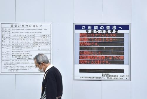 4月7日に政府が発令した緊急事態宣言を受けて、建設会社は工事を一時中断した。写真は都内の再開発の現場(写真:日経アーキテクチュア)