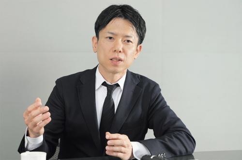 はなおかいくや:1975年生まれ。2001年東京大学大学院修士課程修了、竹中工務店入社。16年より同社東京本店設計部にて、先進的な取り組みを行うアドバンストデザイングループのリーダーを務める。「池袋第一生命ビルディング」(14年)、「ハナマルキみそ作り体験館」(18年)、「EQ House」(19年)、「リバーホールディングス本社」(20年)などの設計を担当(写真:山田 愼二)