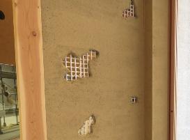 土壁の下地の小舞を竹ではなくカボコーマで組むことで、壁倍率3.3を超える耐力を実現した(写真:小松マテーレ)