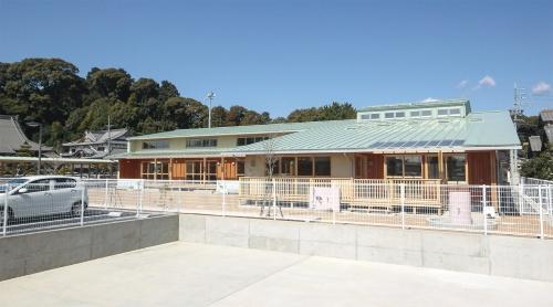 〔写真1〕外壁や内装を木の現しとした保育園