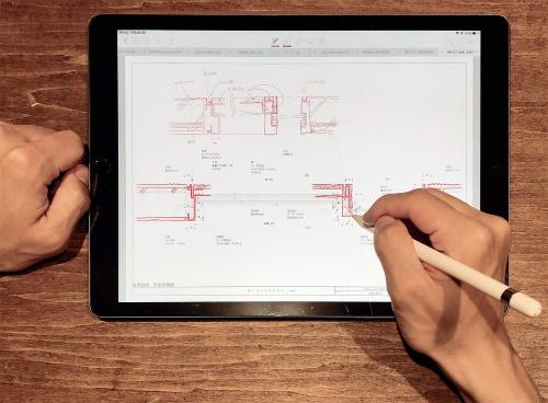 〔写真1〕Apple Pencilで図面に修正を書き込む