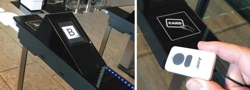 セキュリティーゲートの読み取り部にIDカードをかざすとエレベーターが指定される(左)。そのエレベーターに乗れば、操作盤に触れることなく自分の席がある階に行ける。ハンズフリータグ(右)を持っていれば、IDカードをかざす必要もない(写真:三菱電機)