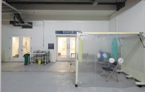 〔写真1〕独立した感染症外来入り口を備える