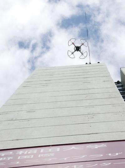 〔写真1〕高さ90m超の中野サンプラザで公開実験