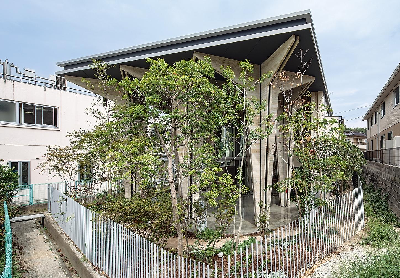 こどもえんつくし ダイニングホール棟foresta カランころ(写真:母倉 知樹)