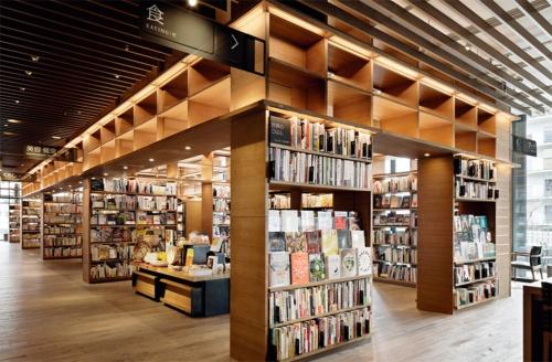 〔写真2〕20年4月に開業した「奈良 蔦屋書店」では、「本の小部屋」を採用した。このデザインに関する意匠登録が公示されたのは20年11月2日、登録決定は10月16日だ(写真:カルチュア・コンビニエンス・クラブ)