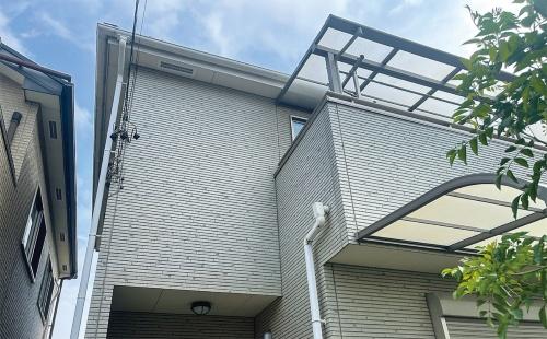 〔写真1〕築10年を迎える戸建て住宅で夏型結露が発生