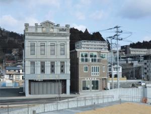 蔵元「男山本店」の魚町店舗は1931年に竣工した国登録有形文化財の建物。2020年に再建した(写真:日経コンストラクション)