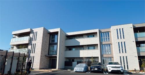 写真は同社がさいたま市に建設したシャーメゾンZEHの外観(写真:日経アーキテクチュア)