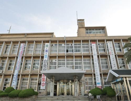 〔写真1〕老朽化が進む岸和田市の現庁舎