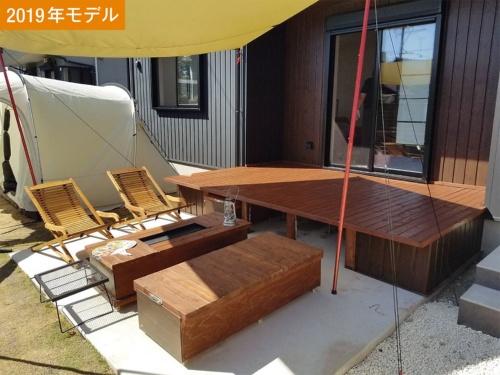〔写真3〕収納兼ベンチ、屋外コンロを設置