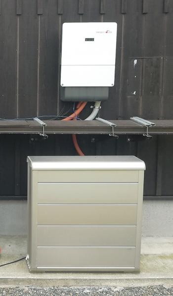 〔写真3〕大容量の蓄電池を設置