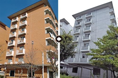 改修前の外壁(左)と改修後の外壁(右)。改修後は目地割りをした石調の塗り材で仕上げる(写真:ハマキャスト)