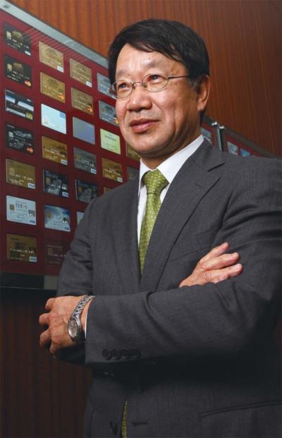 1957年生まれ。1979年静岡大学工学部卒。1982年日本情報サービス(現日本総合研究所)入社。2008年三井住友カードに入社し執行役員システム企画部長。常務執行役員、専務執行役員としてシステム部門を統括し、2018年6月より現職。(写真:陶山 勉)