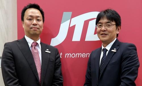 JTBの吉永善顕訪日インバウンドビジネス推進担当マネージャー(左)と、沢田浩幸ITコンサルティング担当マネージャー