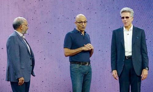 左からアドビのナラヤンCEO、マイクロソフトのナデラCEO、SAPのマクダーモットCEO