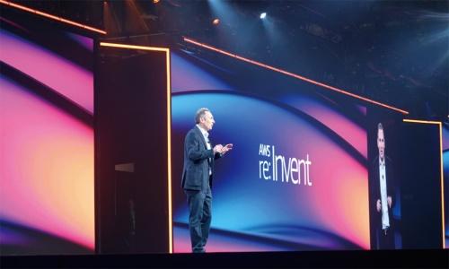 re:Invent 2019の基調講演に登壇したアンディ・ジャシーCEO