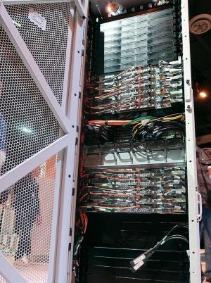 ユーザーのオンプレミス環境に設置するハード製品「AWS Outposts」