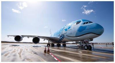 A380は客室が広いうえ2層に分かれているため、最初の試験導入対象とした(写真:的野 弘路(A380))
