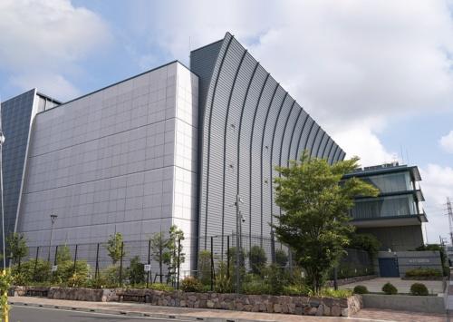 NTTデータが2018年4月に稼働させた「三鷹データセンターEAST」