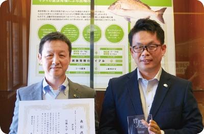 近畿大学の水産養殖種苗センターの岡田貴彦センター長(左)と谷口直樹種苗事業部長(右)