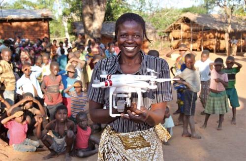 ユニセフは2017年、マラウイで空撮や輸送など人道的用途でのドローン活用の実験を始めた(写真提供:UNICEF/Andrew Brown)