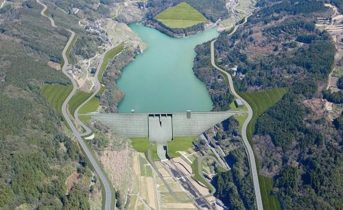 図1■ 総貯水容量620万m<sup>3</sup>の台形CSGダムを建設