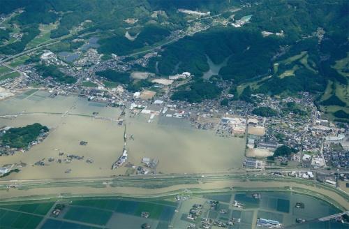 写真2■ 佐賀県武雄市を流れる六角川の氾濫状況。21年8月15日午前10時ごろに撮影(写真:国土地理院)