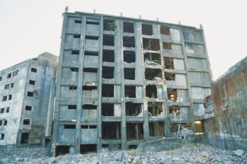 写真1■ 長崎県の軍艦島にある日本最古の鉄筋コンクリート造の30号棟(写真:ソナス)