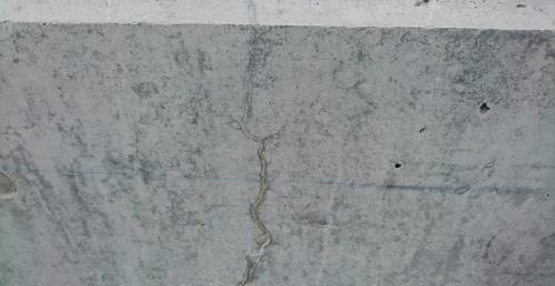 写真2■ 自己治癒機能でひび割れを埋めたコンクリート(写真:會澤高圧コンクリート)