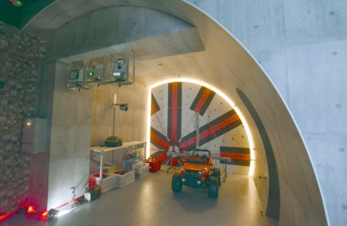 写真1■ 屋内型のトンネル統合型ショールーム。演算工房の本社1階の部屋を改造した(写真:日経クロステック)