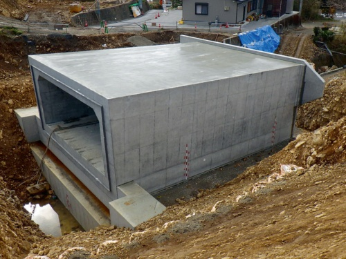 写真1■ 完成したボックスカルバート。既存河川の河床を床掘りし、全延長85mのうちの16m分を場所打ちで構築した(写真・資料:一若建設)