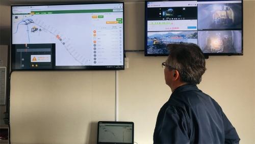 写真3■ 坑内外の位置情報は現場事務所のモニターで確認できる(写真:鹿島)