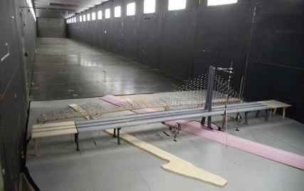 写真5■風洞実験の様子。斜張橋は1万年に1回の暴風にも耐える(写真:カナダ・インフラ省)