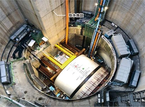 写真2■ 環状7号線地下広域調節池の発進たて坑内の様子。神田川・環状7号線地下調節池を建設する際も、ここが発進たて坑となった。一部を取水施設として使用(写真:東京都)